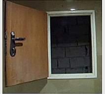 דלתות קטנה לפיר שירות